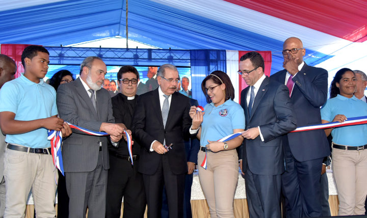 Danilo Medina inaugura centro de diagnóstico en Neiba