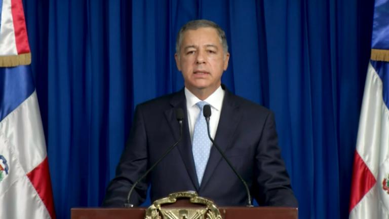 Danilo Medina toma medidas para beneficiar familias pobres: Dispone RD$5,000 y RD$8,500 mensuales para cada trabajador