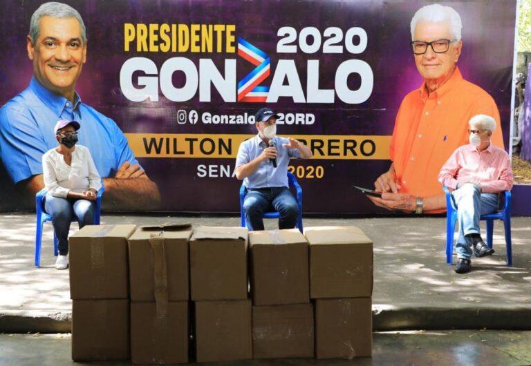 Gonzalo Castillo dona 55 mil mascarillas en Azua, Baní y San Cristóbal para prevenir Covid-19